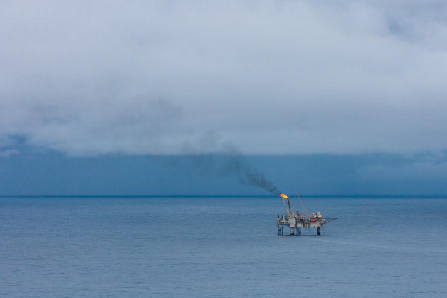 Torchère sur une plateforme pétrolière