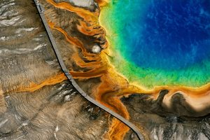 Source d'eau chaude du Grand Prismatic Spring dans le parc naturel de Yellowstone
