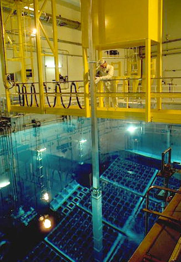 Déchargement de combustible sous eau dans la centrale nucléaire de Golfech (Tarn-et-Garonne) © EDF