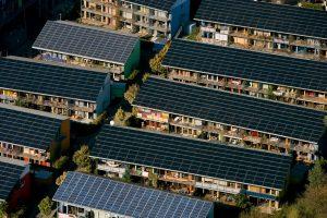 Immeubles couverts de panneaux solaires