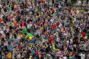 Manifestation de cyclistes à Copenhague au Danemark pour un monde meilleur  Yann Arthus-Bertrand